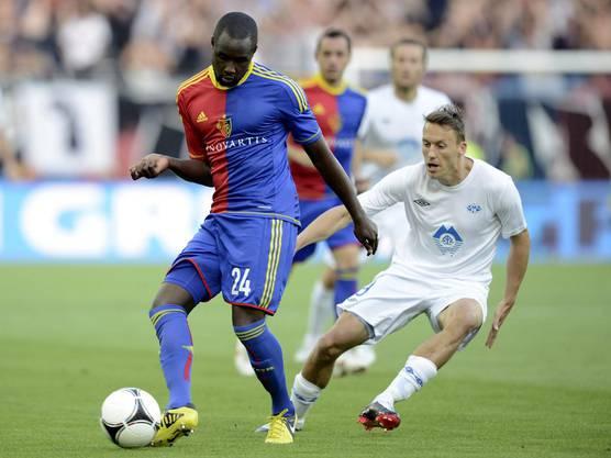Cabral lässt Mattias Mostroem nicht an den Ball