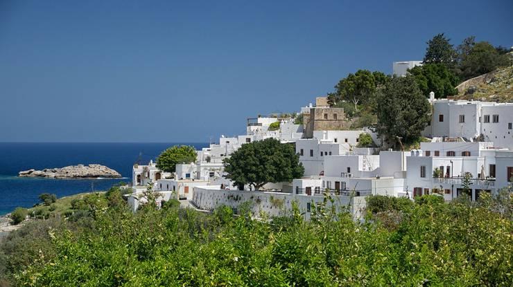 Lindos ist ein typisch griechisches Dorf mit weissen Häusern und verwinkelten, engen Gassen. Lindos beherbergt die zweitgrösste Akropolis Griechenlands, von der aus sich eine fantastische Sicht über die Bucht eröffnet.