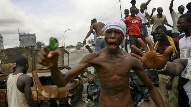 Gbagbo-Gegner blockieren die Strassen bei Abidjan