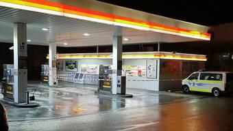 Der überfallene Tankstellenshop in der Nacht auf Sonntag.