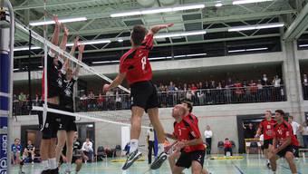 Michael Moor von Smash 05 Laufenburg-Kaisten setzt im Spiel gegen Schönenwerd zum Angriff an.