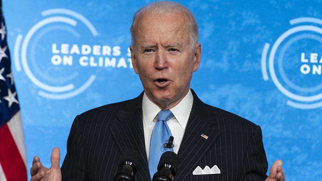 dpatopbilder - Joe Biden, Präsident der USA, spricht vor einer Sitzung eines virtuellen Klimagipfels, zu dem der US-Präsident dutzende Staats- und Regierungschefs eingeladen hat, im East Room des Weißen Hauses. Foto: Evan Vucci/AP/dpa