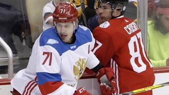 Jewgeni Malkin (links) trifft am World Cup in Toronto im Halbfinal mit Russland auf seinen Pittsburgher Teamkollegen Sidney Crosby (Kanada/rechts)