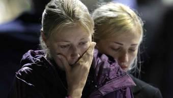 Trauernde bekunden solidarität mit den Opfern (Symbolbild)