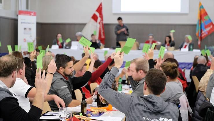 Die Delegierten stimmen in der Alten Turnhalle in Biberist ab.