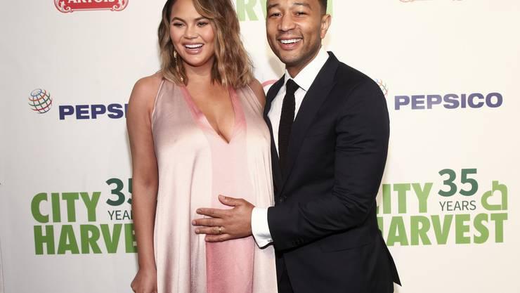 """Sind bereits Eltern einer """"Taschen-Lady"""": Im Juni kommt das zweite Kind von Model Chrissy Teigen und Sänger John Legend zur Welt. (Archivbild)"""