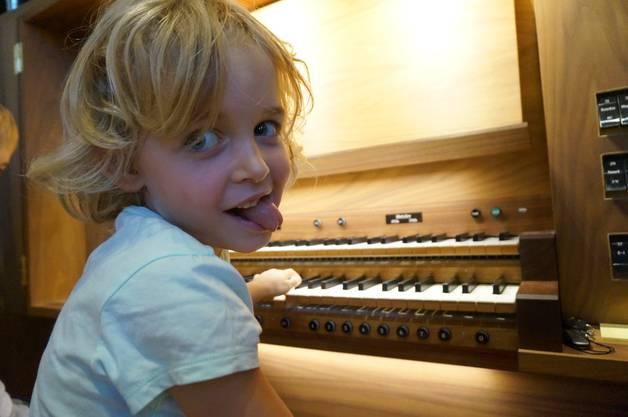 Es macht verrueckt Spass auf der Orgel zu klimpern