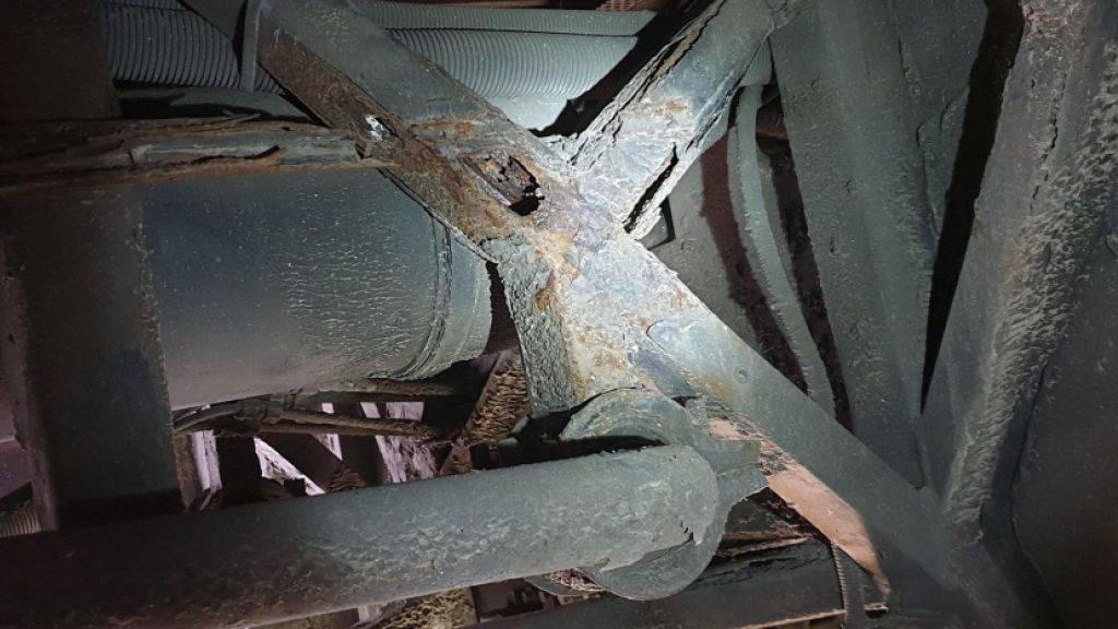 Teile der Reisecars waren völlig durchgerostet.