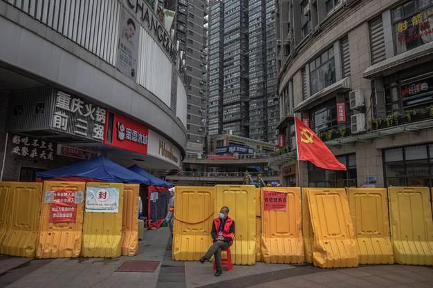 Die 11-Millionen-Metropole Wuhan war das erste Epizentrum der weltweiten Coronakrise. Die konsequente Abriegelung der Stadt habe der Welt wertvolle Zeit verschafft, sagt Botschafter Geng Wenbing.