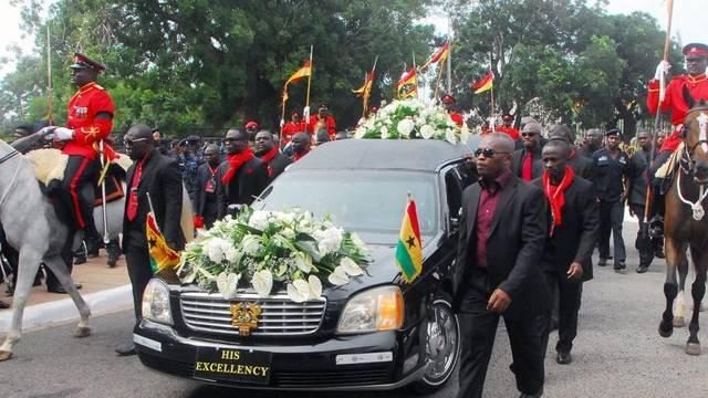 Trauerzug mit dem Sarg des verstorbenen ghanaischen Präsidenten John Atta Mills in Accra