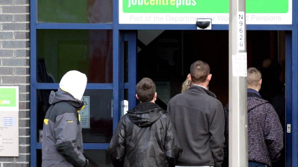 Die Zahl der Arbeitslosen in Grossbritannien bleibt weiterhin über dem Niveau von vor der Corona-Pandemie. (Archivbild)