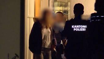Noch in der Nacht führte die Polizei Angehörige ab und verhaftete den mutmasslichen Todesschützen von Fislisbach.