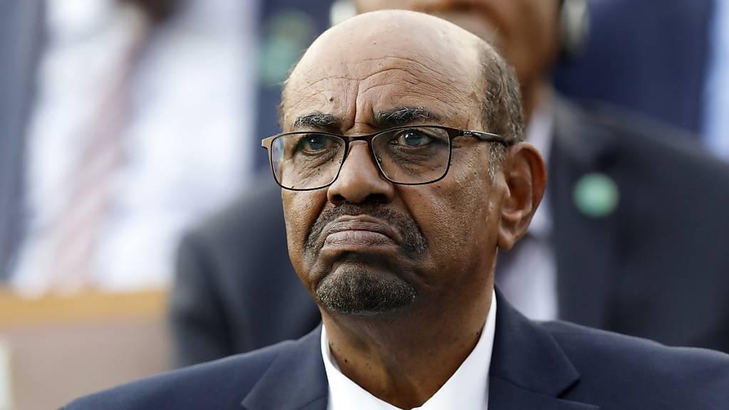 Sudans früherer Machthaber Omar al-Baschir ist wegen Korruption zu zwei Jahren Hausarrest verurteilt worden. (Archivbild)