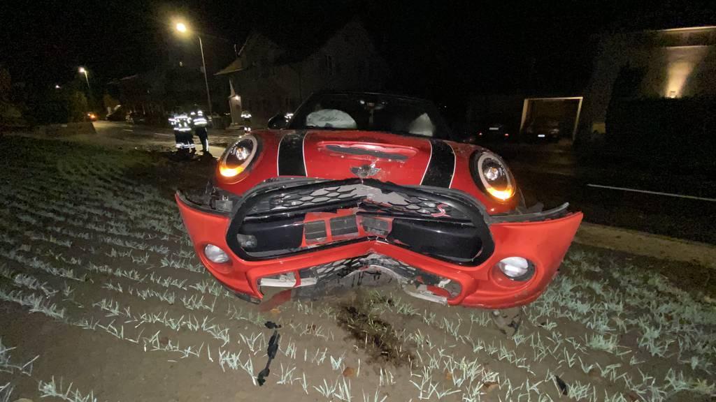 Autofahrerin rammt Hydranten – sie verletzt sich leicht