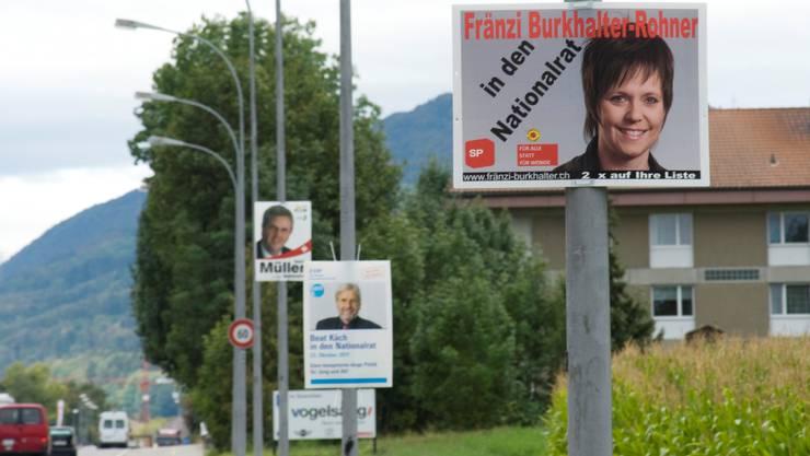 Der Stein des Anstosses: Plakate entlang von Kantonsstrassen.