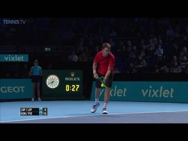 Spektatkulärer Ballwechsel im Doppel an den ATP World Tour Finals 2016