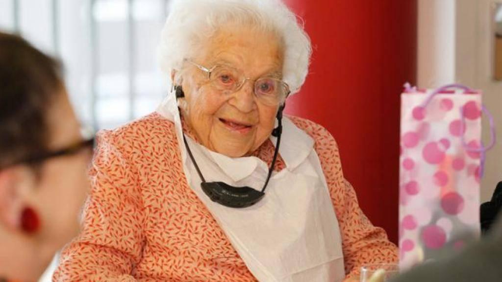 Nina Hofer bei ihrem 110. Geburtstag am 28. November letzten Jahres im Altersheim in Kriens LU.