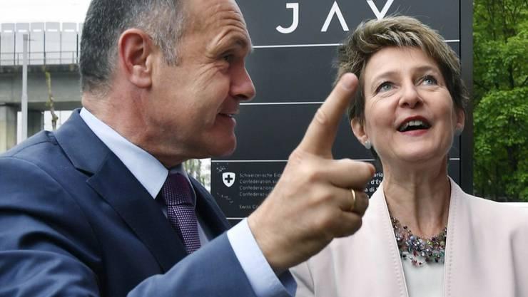 Bundesrätin Simonetta Sommaruga hat dem österreichischen Bundesminister für Inneres am Dienstag im Zürcher Testbetrieb das beschleunigte Asylverfahren erklärt.