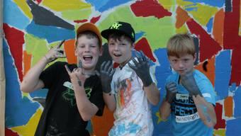 Levin, Beno und Seimon (v.l.), alle neun Jahre alt, finden das Bemalen der Unterführung cool. iss
