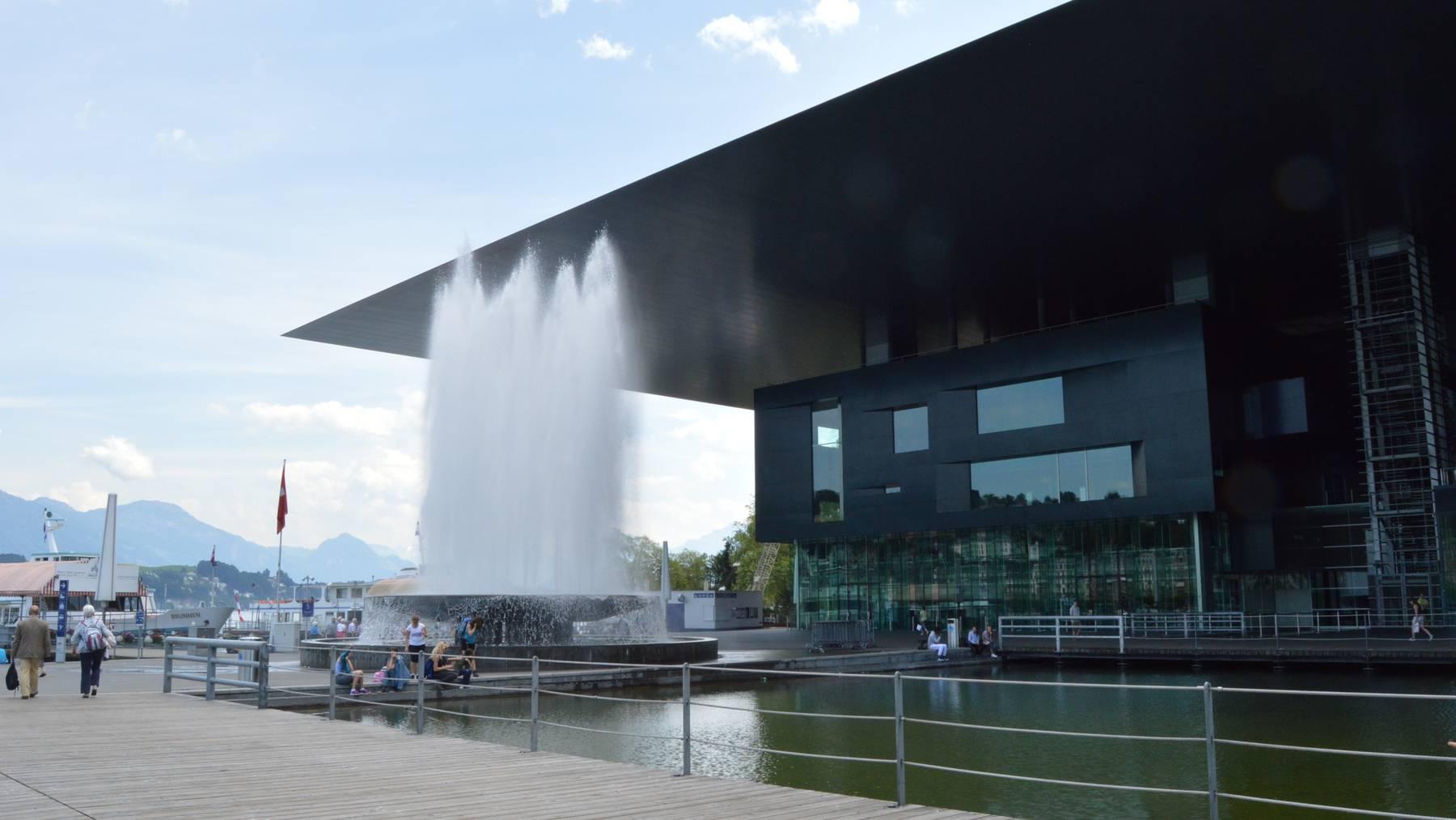Der Europaplatz vor dem KKL Luzern.