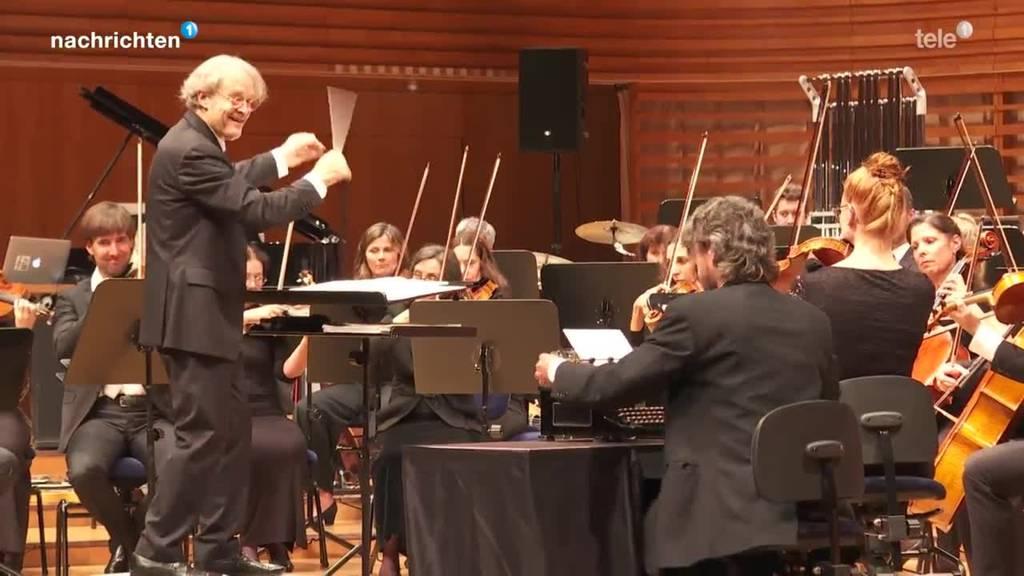 21st Century Orchestra mit Komiker Emil