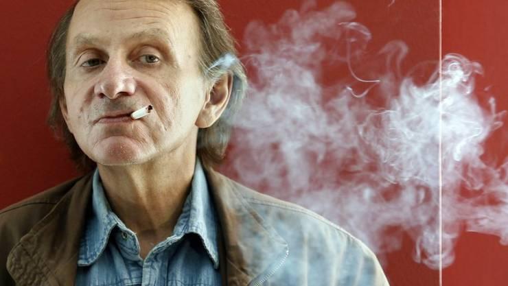 """Viel Rauch um nichts? Michel Houellebecq, das """"enfant terrible"""" der französischen Literaturszene, wirft """"Le Monde"""" vor, ihn der möglichen Gewalt von Muslimen auszusetzen (Archiv)."""