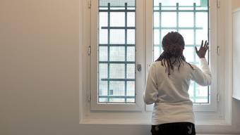 Eine Inhaftierte der Abteilung Ausschaffungshaft im Flughafengefängnis in Zürich Kloten (Symbolbild)