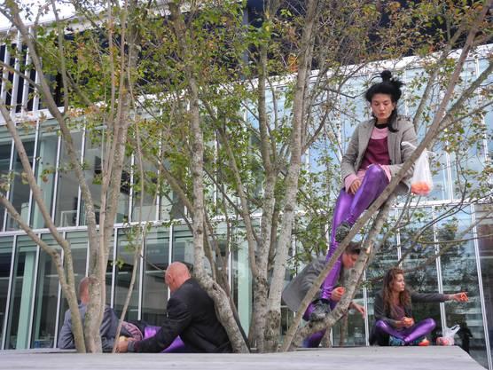 Die Tanzperformance führte an verschiedene Orte in Schlieren