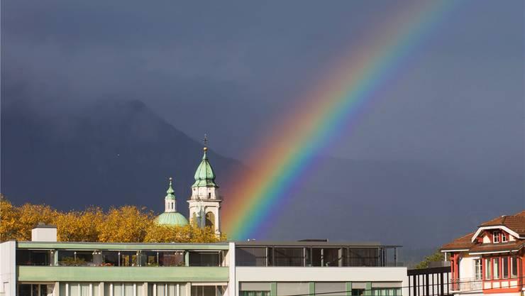 An einem der seltenen Regentage, am 27. Oktober, zeigte sich über Solothurn dieser schöne Regenbogen – eigentlich ein Sommerphänomen. Andreas Kaufmann