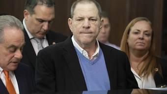 Neue Vorwürfe gegen Ex-Hollywoodmogul Harvey Weinstein: Drei weitere Frauen reichten eine Sammelklage wegen sexueller Übergriffe ein. (Archivbild)