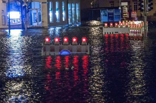 Der Wismarer Stadthafen in Mecklenburg-Vorpommern wurde überflutet.
