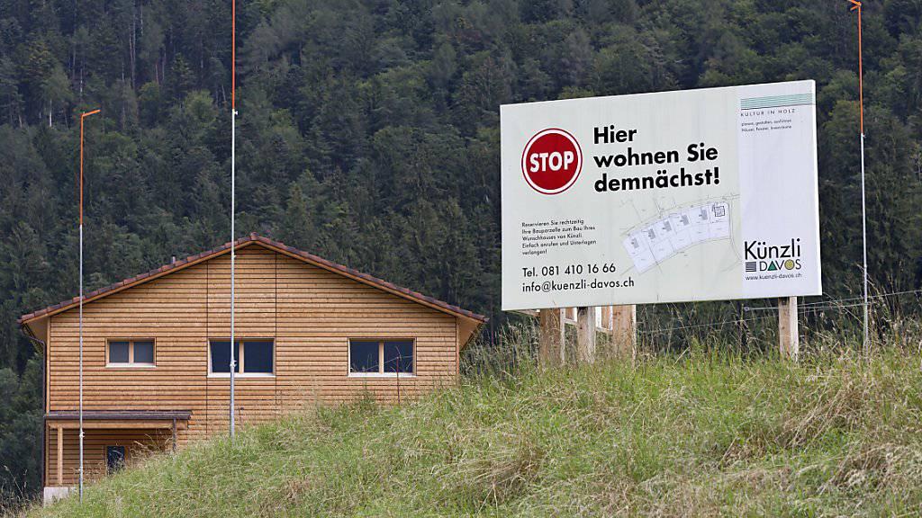 Der Traum vom eigenen Haus im Grünen wird immer teurer. (Archivbild)