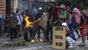 Armut und Nahrungsknappheit befeuern in Venezuela gewaltsame Proteste.