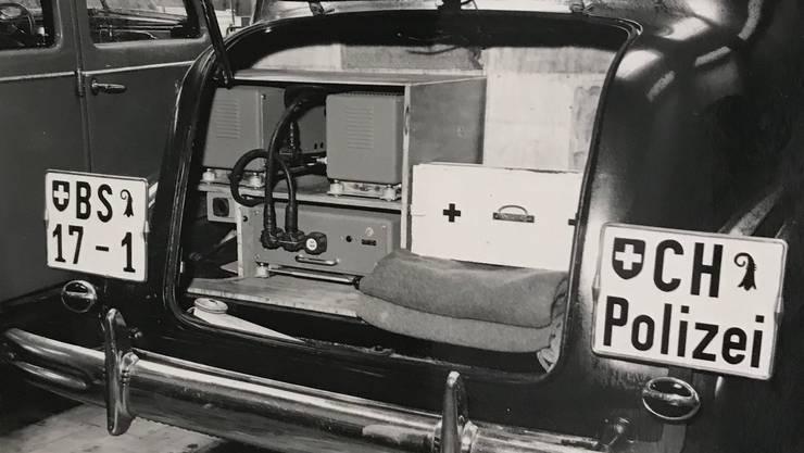 Ab Ende der 1940er-Jahre sammelte die Autophon Pionier-Erfahrung mit der mobilen Telefonie. So stattete sie das Polizeikorps von Basel-Stadt mit Autotelefonen aus. Die Anlage füllte einen Grossteil des Kofferraums.