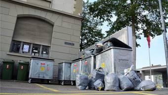 Die Abfallsammelstelle bei der Alten Post wird rege genutzt. Michael Hunziker
