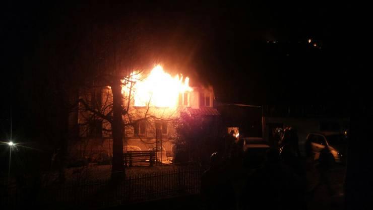 In der Nacht auf Donnerstag brennt es in diesem Bauernhaus in Fahrwangen.