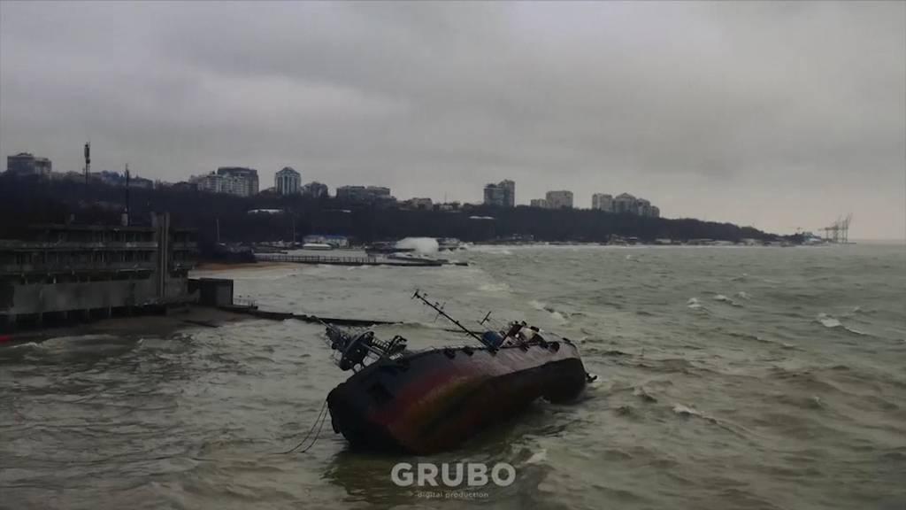 Öltanker im Schwarzen Meer auf Grund gelaufen