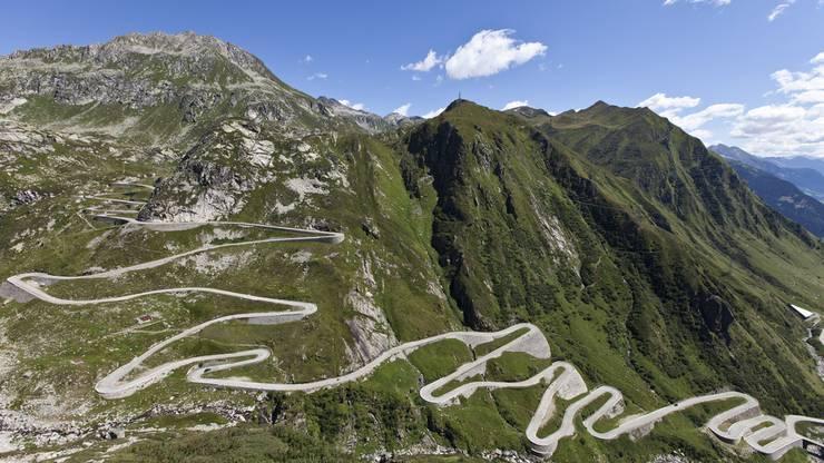 """Eines der berühmtesten Bilder des Gotthards: Die """"Serpentine"""", die geschlängelte Autostrasse am Gotthard."""