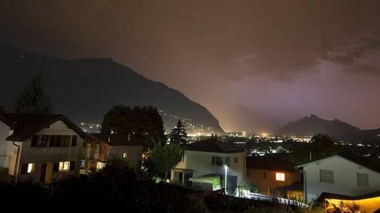 Wetterleuchten erhellen den Himmel zwischen Igis bei Chur und dem Sarganserland