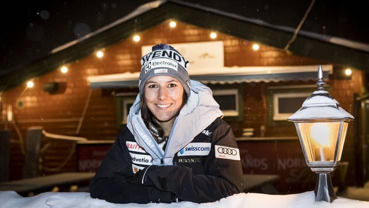 Wendy Holdener, gut gelaunt, nach ihrer Ankunft in Åre, dem Austragungsort der Ski-WM.