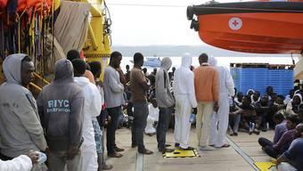 Flüchtlinge kommen in Süditalien an: Laut der Einwanderungsbehörde ist es schwierig, deren Identität zu überprüfen. (Archivbild)
