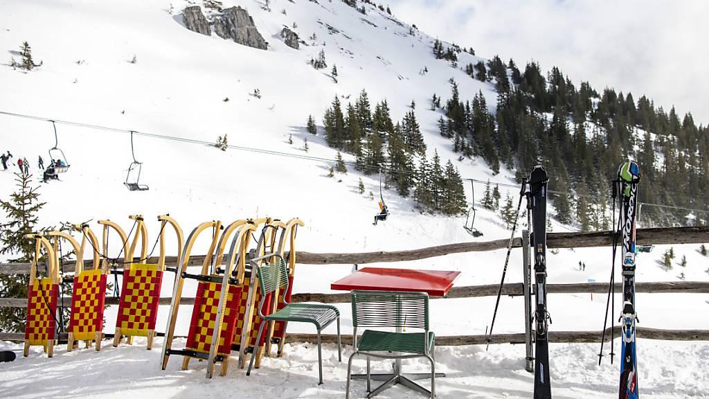 Der Sessellift im Skigebiet Brunni oberhalb von Engelberg OW steht wegen eines technischen Defekts still. (Archivaufnahme)