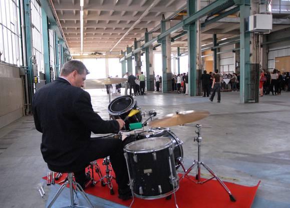 Schlagzeuger in der Halle