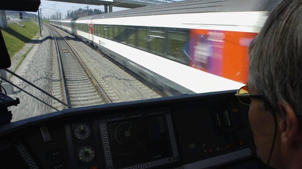 Zugverkehr auf Bahn-2000-Strecke wieder aufgenommen