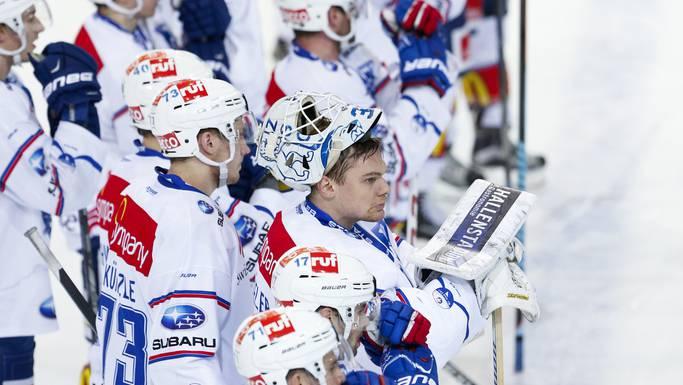 Enttäuschte Zürcher nach der zweiten Niederlage im PO-Viertelfinal gegen den SC Bern.