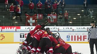 Die Schweizer U18-Nati jubelt über den Einzug in die Viertelfinals