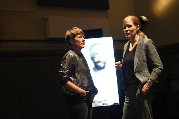 Beatrice Fleischlin und Anja Meser hinterfragen in ihrem neusten Projekt in der Kaserne Basel  herkömmliche Familienstrukturen.Bild: Juri Junkov