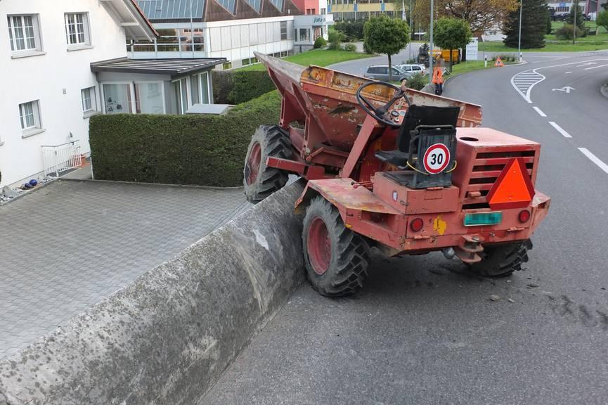Ein 19-Jähriger verunfallte in Rüthi mit einem Motorkarren.