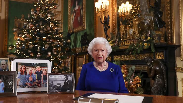 Die Queen spricht in ihrer diesjährigen Weihnachtsansprache auch die Probleme innerhalb der königlichen Familie an.