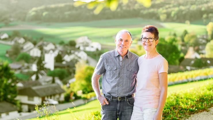 Therese und Klaus Kalt hoch über dem Dorf Mönthal, wo sie sich wohl und aufgehoben fühlten. «Ich werde den Klang der Kirchenglocken vermissen», sagt Therese Kalt.